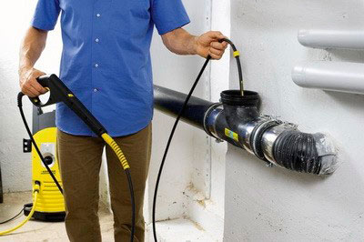 В домашних условиях канализацию можно прочистить и автомойкой Керхер.