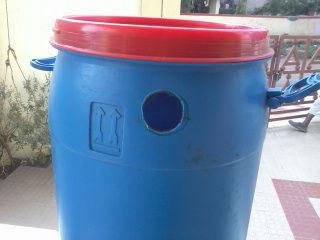 Отверстие в пластике проще всего сделать нагретой трубой нужного диаметра